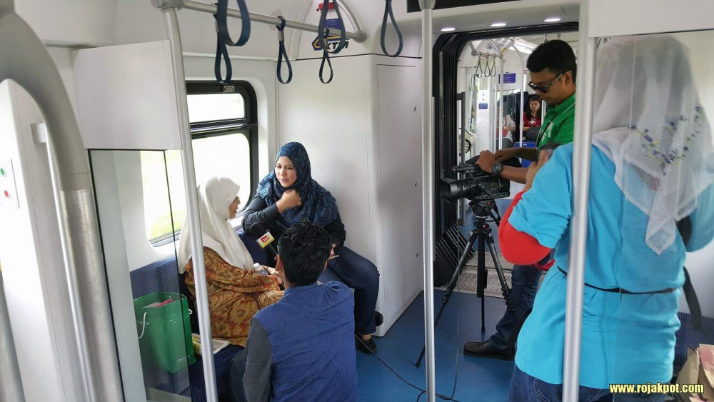 Wan Azizah giving an interview on the KTM ETS train