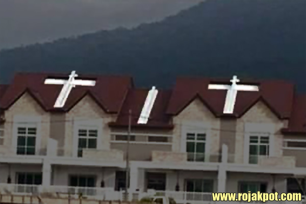 Muslims offended by tits on the roofs of houses in Langkawi