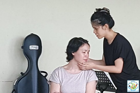 Shakespeare's Sonnets - Rosheen Fatima (L) and Ho Lee Ching (R)