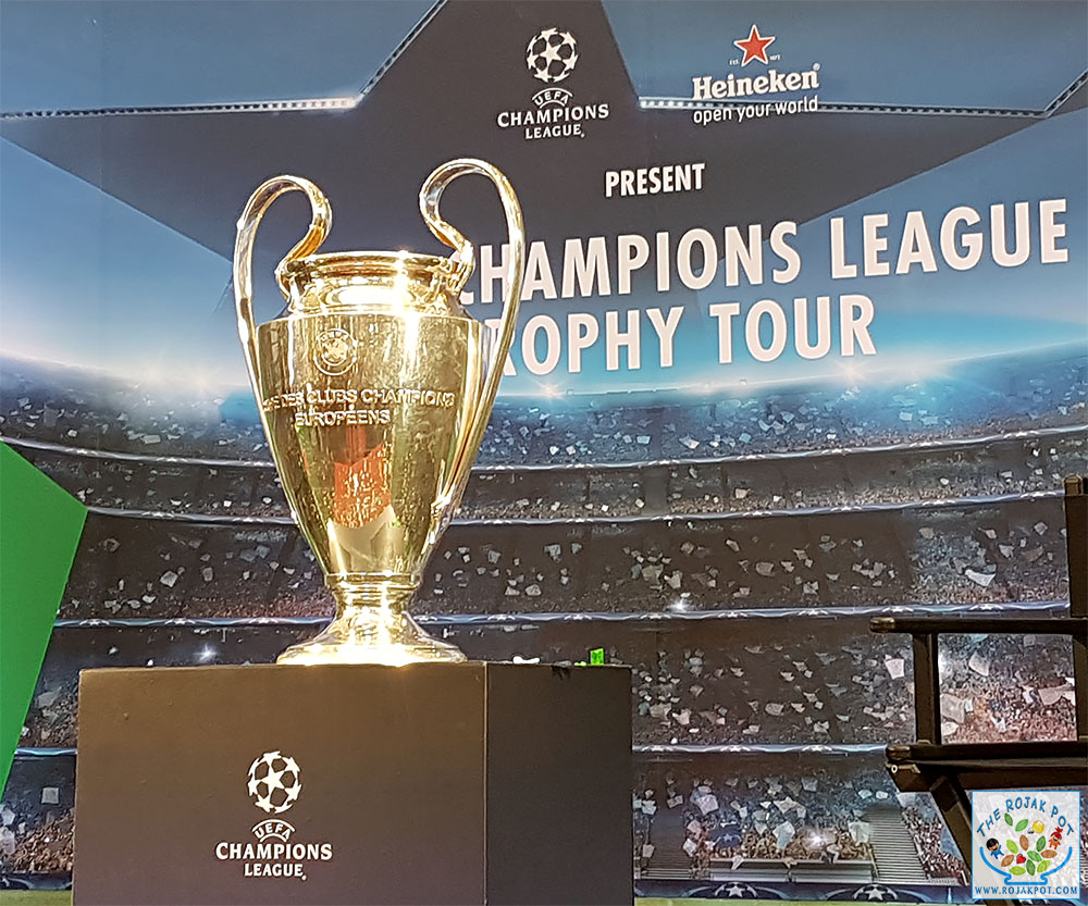 Ronaldinho @ The UEFA Champions League Trophy Tour!