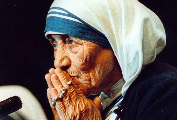 The Multi-Coloured Rosary Of Mother Teresa Hoax Debunked!