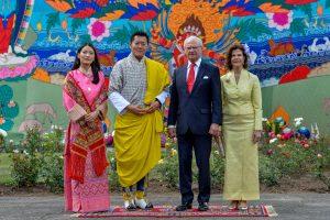 THIMPU 20160608 Kung Carl XIV Gustaf jubilerade med sitt 80:e utgående statsbesök sedan kröningen 1973 med att besöka kungadömet Bhutan tillsammans med drottning Silvia där paret landade på onsdagen på inbjudan av den bhutanesiska kungaparet Jigme Khesar Namgyel Wangchuck och Jetsun Pema. Foto Jonas Ekströmer / Kungahuset.se