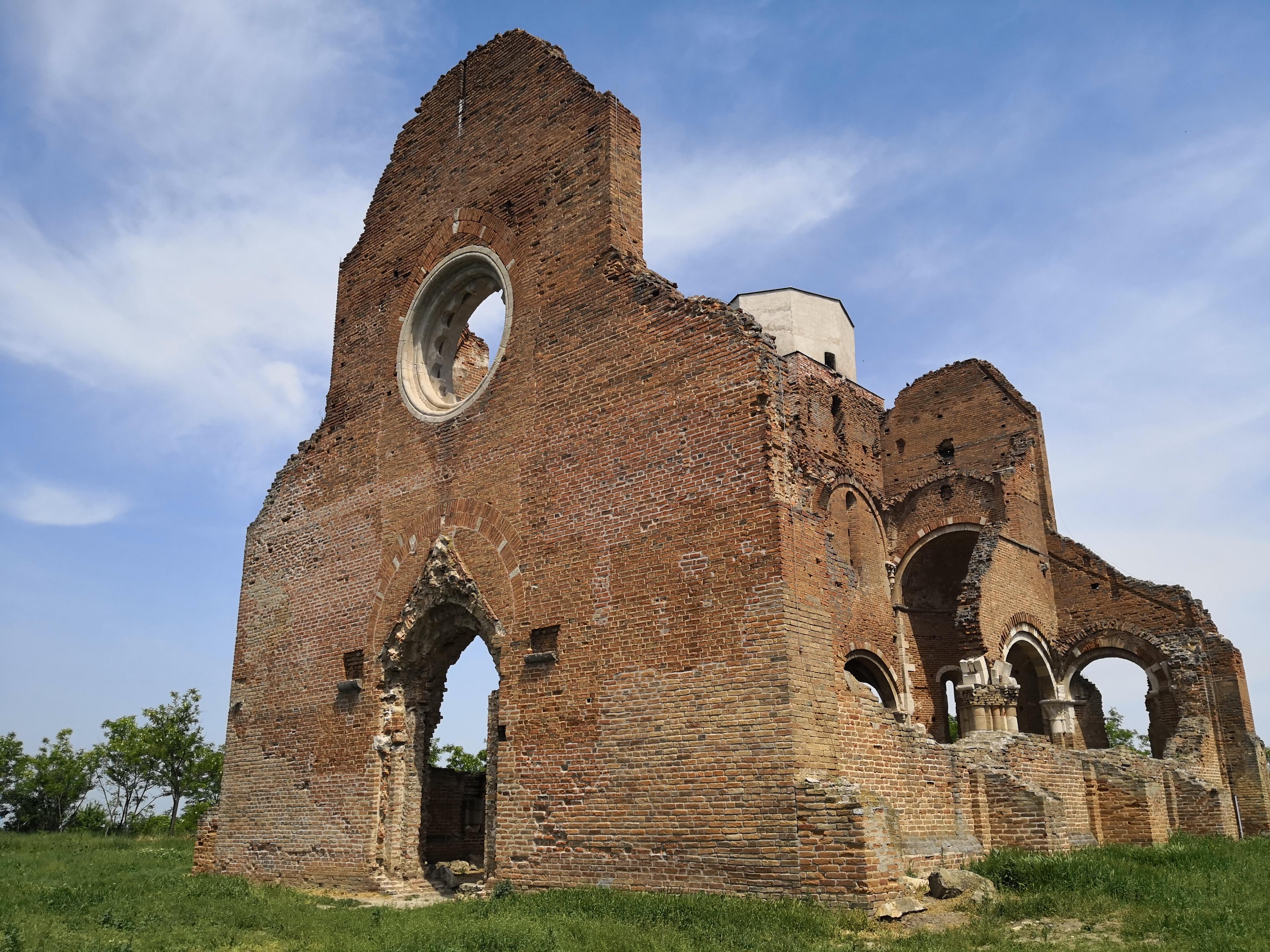 U sred ravnice počiva crkva: Arača krije tajne i zove da je posetite