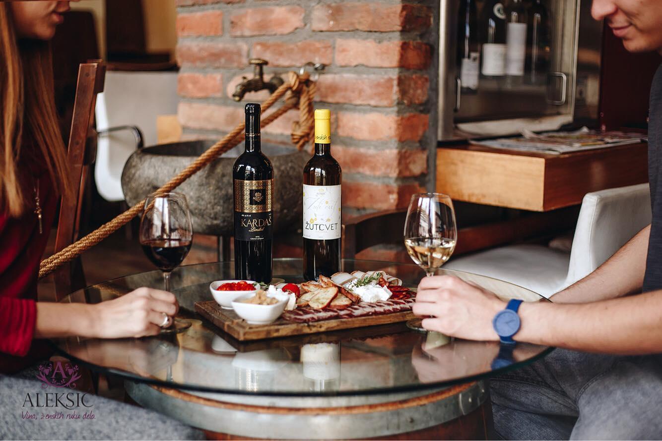 """U poseti vinariji """"Aleksić"""": One su dokaz da vino uspeva i bez brkova, stomaka i prljavih ruku (RECEPTI)"""