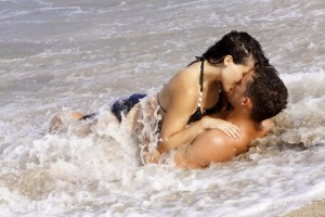 Eksperti i naučnici rešili da nas i obraduju i razočaraju: Kako leto utiče na vašu želju za seksom i zašto je letnji seks najbolji?