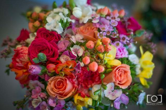 Ramo de coloridas flores novia