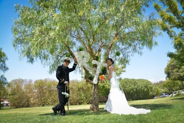 novios bajo árbol en Quebrada el Encanto