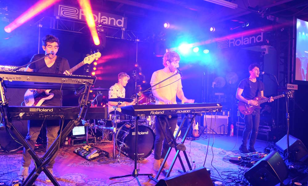 Smallpools on stage at Six01 Studio on #909day.