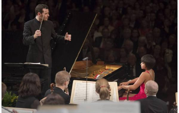 Lionel Bringuier and Yuja Wang at the season opening concert, 2014-09-10 (Tages-Anzeiger, Zürich)