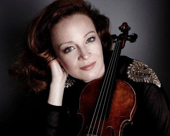 Carolin Widmann (source: www.carolinwidmann.com;© Lennard Ruehle)