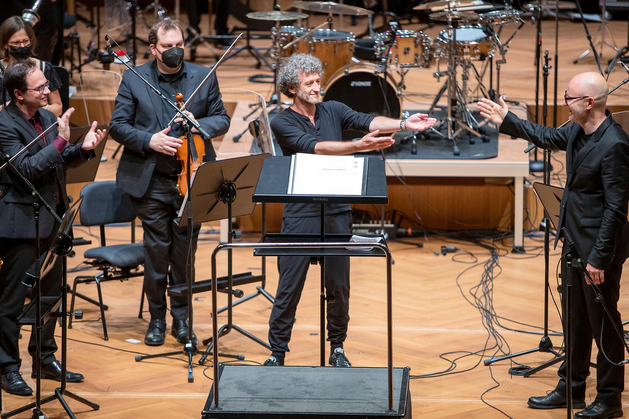 Oliver Waespi, Jojo Mayer, Baldur Brönnimann, Basel Sinfonietta @ Stadtcasino Basel, 2021-06-27 (© Zlatko Mićić)