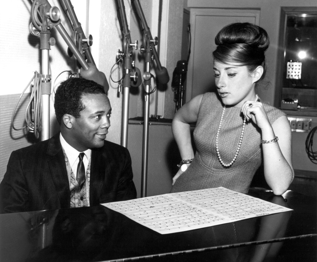 """Producer Quincy Jones and singer Lesley Gore work on """"It's My Party"""" in circa 1956 in New York, New York. (Photo by PoPsie Randolph/Michael Ochs Archives/Getty Images)"""