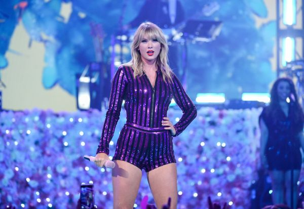youtube trends taylor swift breaks record for most views - HD 1200×800