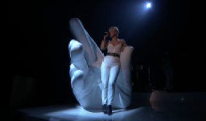 Robyn Slays Medley of 'Between the Lines' and 'Love Is Free' on 'Fallon'