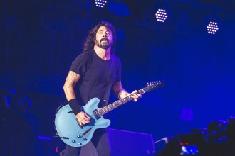 Watch Dave Grohl's Daughter Violet Perform 'My Hero' With Foo Fighters