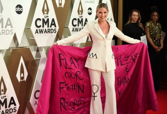 Jennifer Nettles on Her CMA Fashion Statement: 'Where I See a Truth, I'm Going to Say It'
