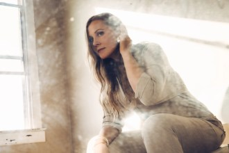 Nora Jane Struthers Previews New Album With Contented 'Nice to Be Back Home'