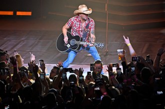 Jason Aldean Addresses Route 91 Survivors at Las Vegas Concert