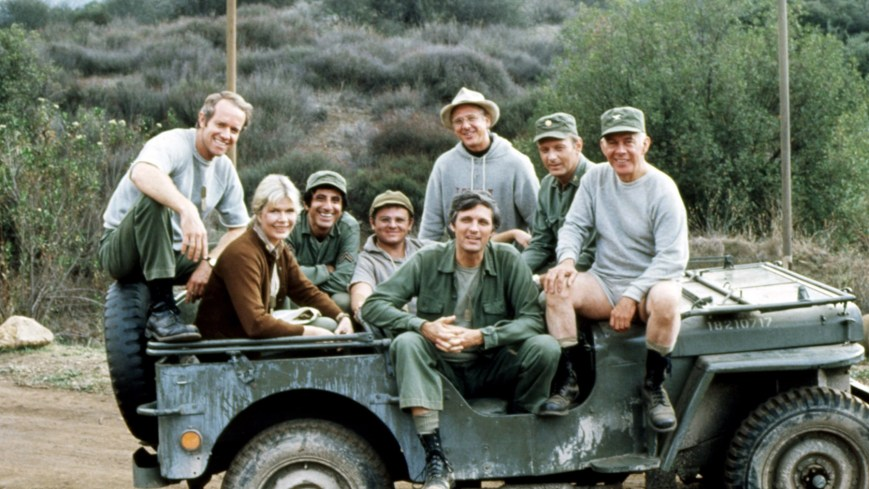 MASH, (aka M*A*S*H), from left: Mike Farrell, Loretta Swit, Jamie Farr, Gary Burghoff, William Christopher, Alan Alda, David Ogden Stiers, Harry Morgan, 1972-83, TM and Copyright ©20th Century Fox Film Corp. All rights reserved./courtesy Everett Collection
