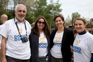 Italo Cassa (ideatore di RomaBambina.Org) con Shari Arison (ideatrice del Good Deeds Day) alla Giornata Partecipata alla Fattorietta sabato 9 Aprile 2016. (Fotografia di Roberta Cacciaglia)