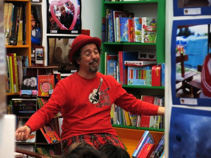 Massimiliano Maiucchi alla mostra Hope & Joy alla libreria Centostorie