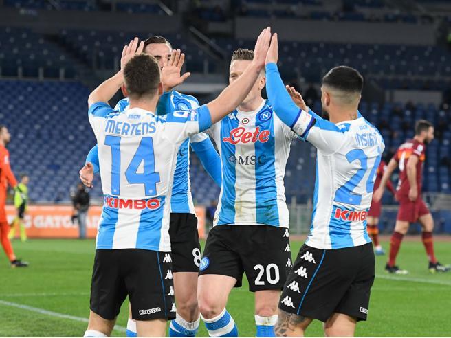 Roma 0-2 Napoli: la doppietta di Mertens stende i giallorossi allo Stadio Olimpico