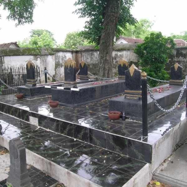 25 Makam Pejabat