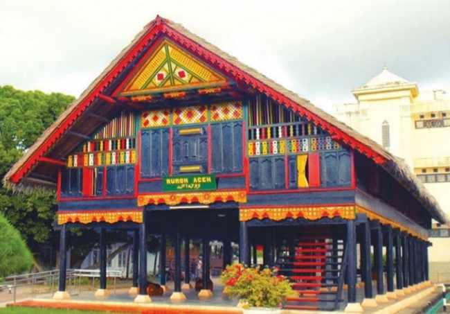 Ragam Warna Rumah Adat Aceh