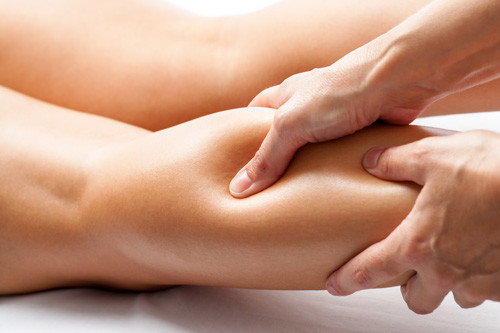 Jambes gonflées : un drainage lymphatique manuel garantit une meilleure circulation et des jambes légères
