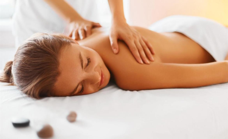 Le massage californien réduit la fatigue, procure une détente profonde et soulage les tensions en relançant l'énergie.
