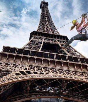 Le Smash PERRIER Saut depuis la Tour Eiffel événement Roland Garros 2017