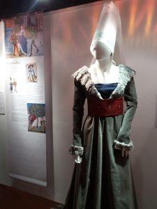 Paris Exposition Tour Jean Sans Peur Mode au Moyen Âge coiffe