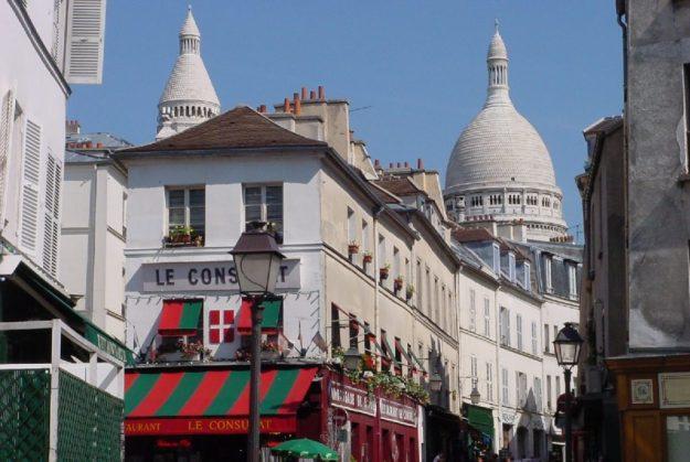 Paris le village de Montmartre et Basilique du Sacré Coeur - Photo wikipédia