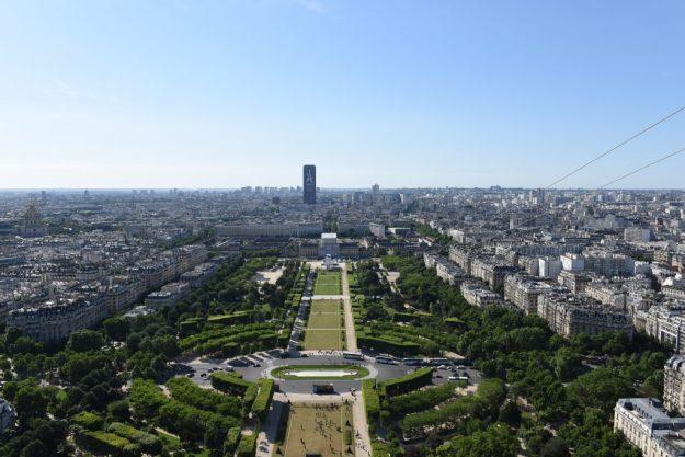 Perrier saut depuis la Tour Eiffel Paris