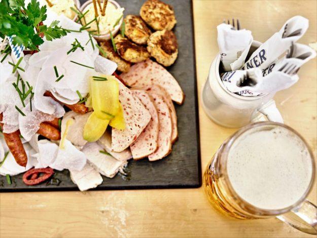 Saucisses et charcuteries allemandes Fête de la bière PARIS