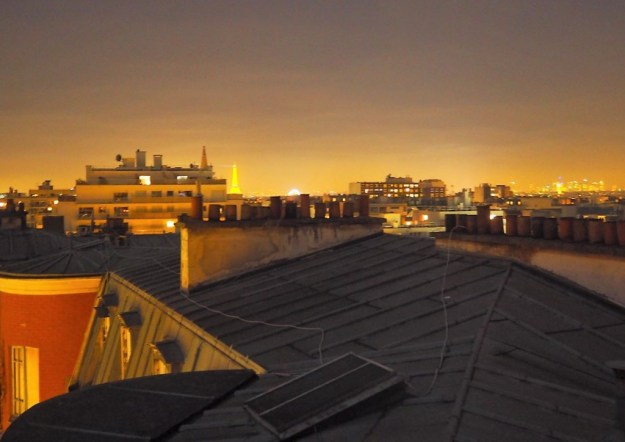 Vue sur les toits de Paris - Auberge de jeunesse Les Piaules Boulevard de Belleville Paris