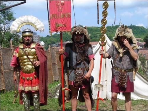 Zalau Roman reenactors.jpg (500×376)