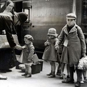 Evacuees leaving London in 1940