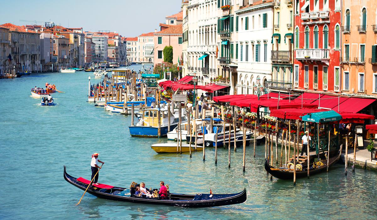 Gondola-Riding-in-Venice