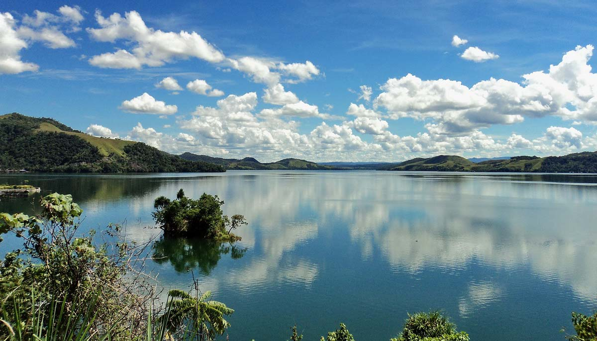 Lake-Sentani, Indonesia