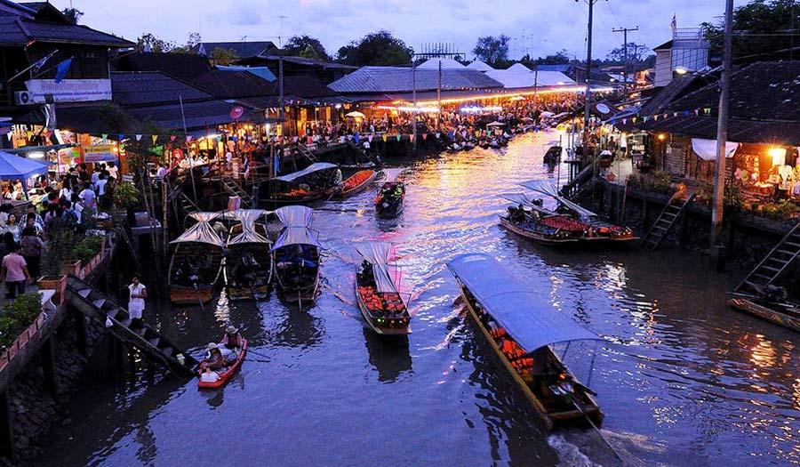 Amphawa Floating Market in Bangkok