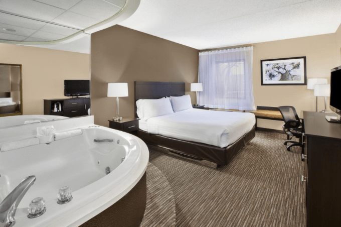 12 Hotels With Hot Tub In Room In Detroit Michigan And Near The Area