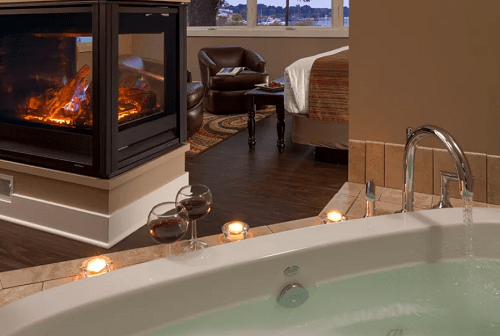 15 Romantic Hotels In Michigan With In Room Hot Tub And Fireplace