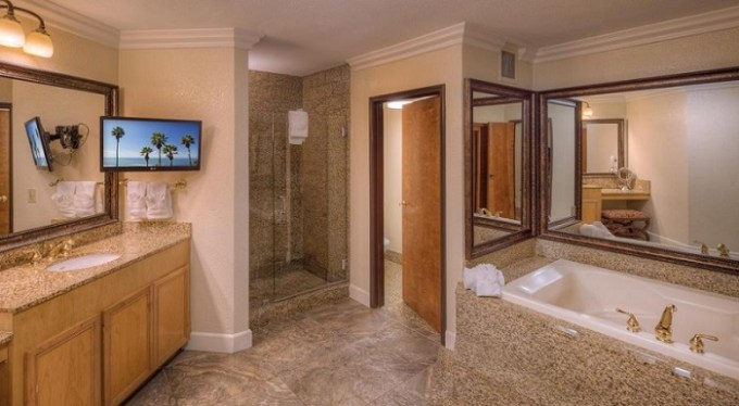 Room with Jacuzzi in Pacific Terrace Hotel San Diego