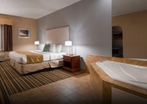 Jacuzzi suite in Best Western Plus New England Inn & Suites, CT