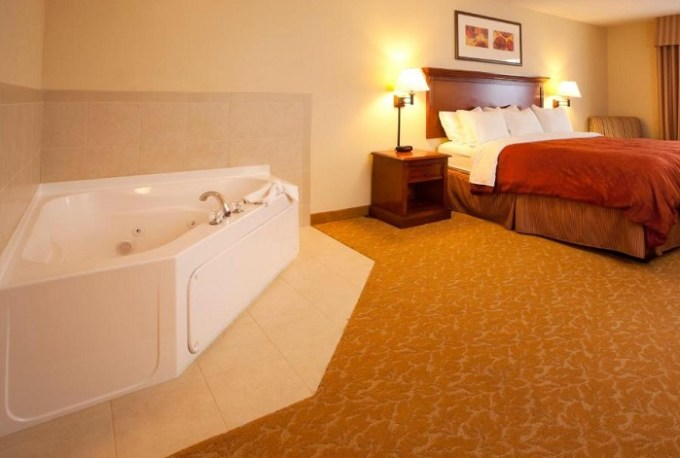 Room with in-room Jacuzzi in Country Inn & Suites by Radisson, Baltimore North, MD