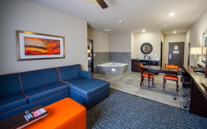 Jacuzzi suite in Holiday Inn Express & Suites Oklahoma City Southeast Hotel