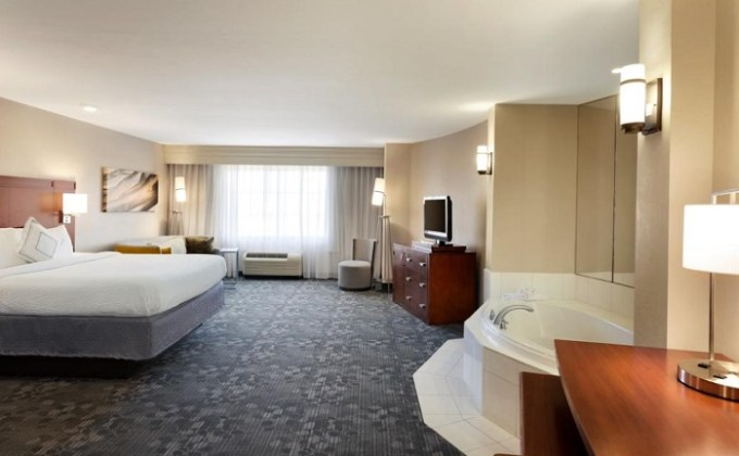 Suite with in-room Whirlpool tub in Courtyard by Marriott Oklahoma City North - Quail Springs Hotel