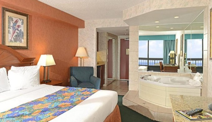 King room with Whirlpool in The Breakers Resort Inn in Virginia Beach