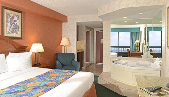 King room with Whirlpool in The Breakers Resort Inn in Virginia Beach